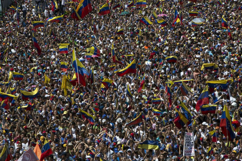 OPN_190203-venezuela-protests1_P2-1549200399936