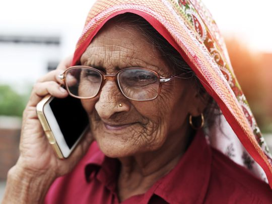 OPN_190204-old-lady-smartphone-1549286276237