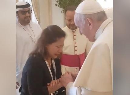 Sally Mallari with pope