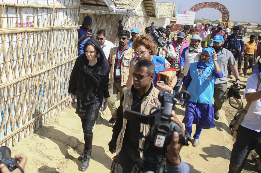 tab-Angelina-Jolie-in-Dhaka-1549353214746