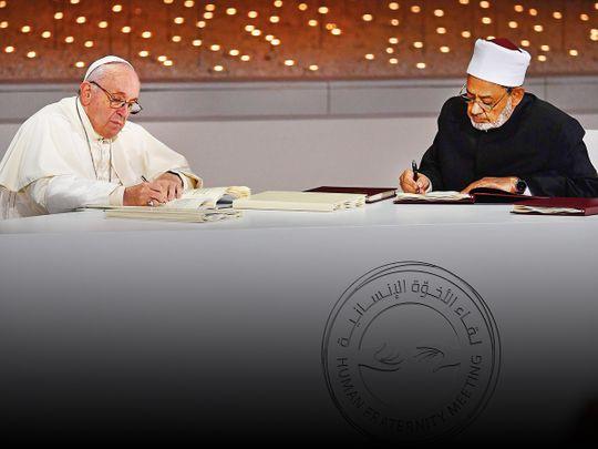 Pope Francis (L) and Dr Ahmad Al Tayeb