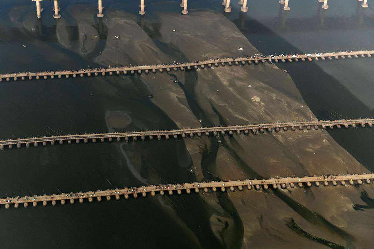 An aerial view shows the temporary pontoon 5