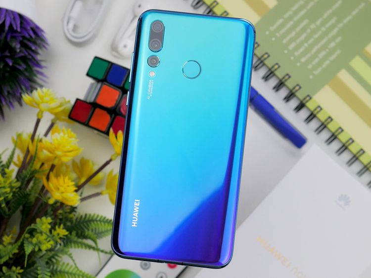 The Huawei nova 4 punches a hole in the mid-tier smartphone