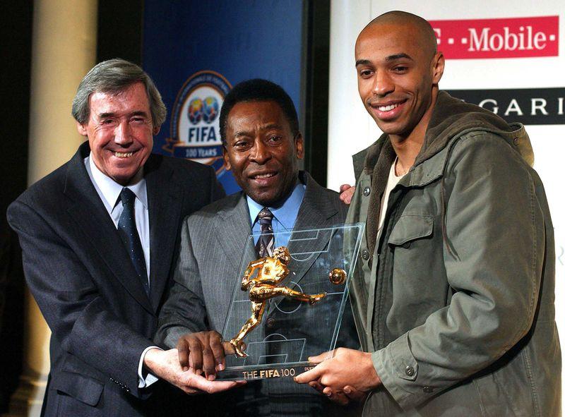 Brazilian football legend Pele (C) and former England goalkeeper Gordon Banks