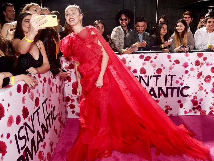 tab-Miley-Cyrus-at--Isn-t-it-Romantic1-1550044895381