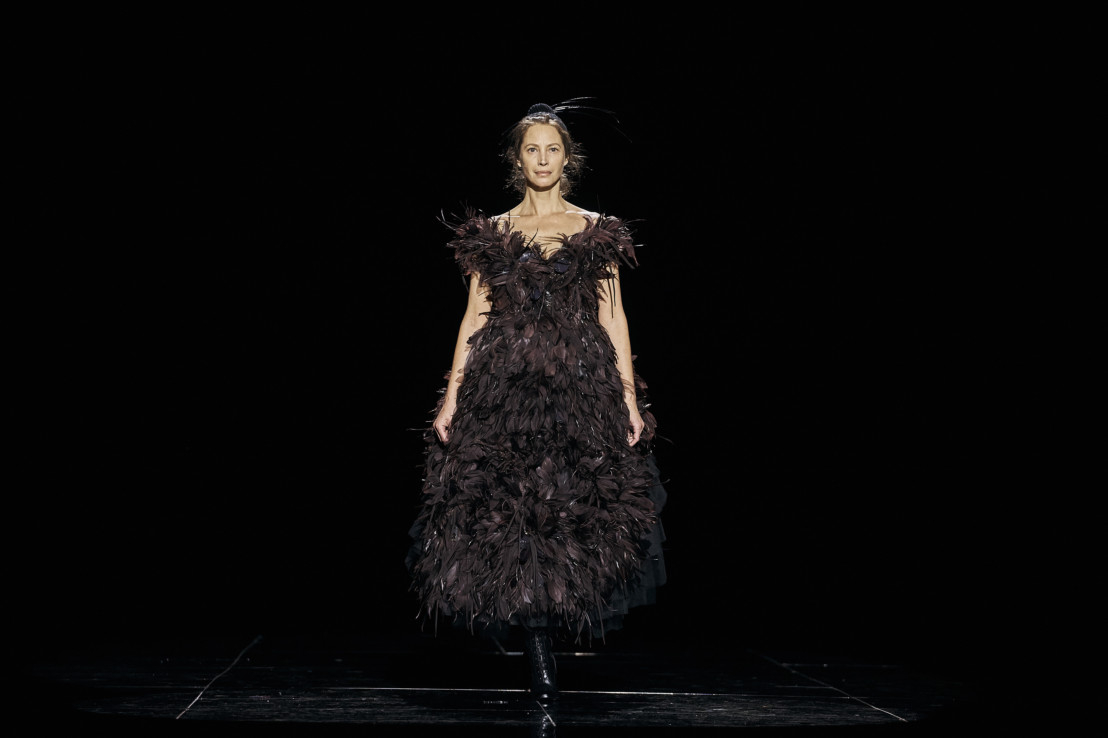 Copy-of-Fashion_Marc_Jacobs_Christy-Turlington-1550123974932
