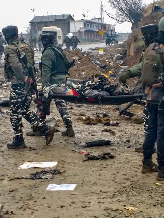 Suicide attak in Kashmir 20190215