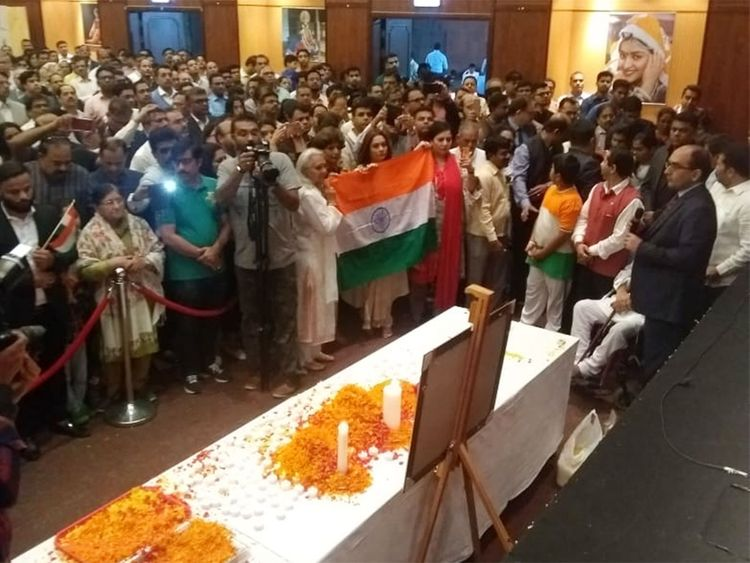 Indians gather to pay tributes