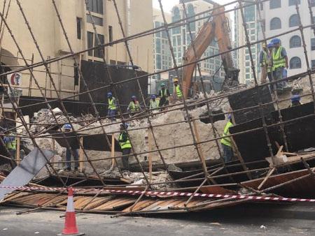 Scaffolding collapses near busy road in Abu Dhabi | Uae