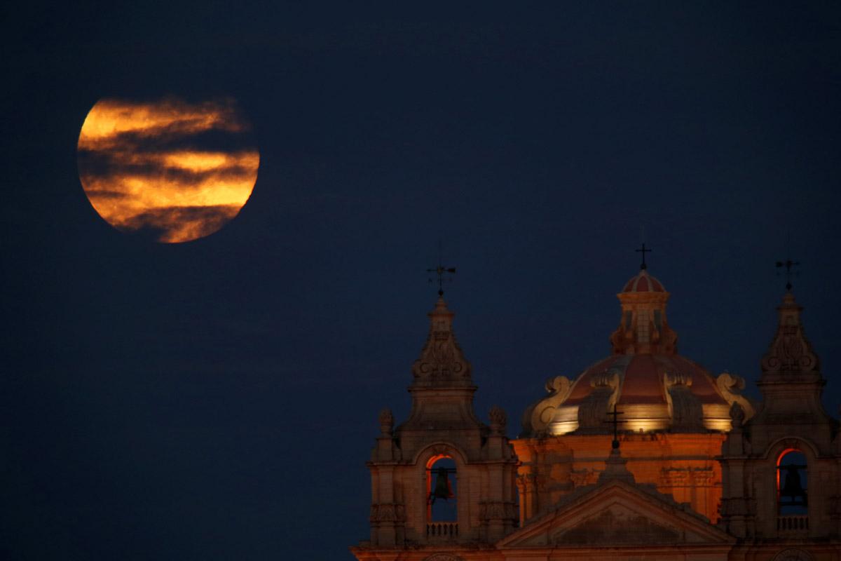 Super moon in Malta