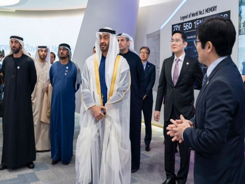 His Highness Shaikh Mohammdd bin Zayed Al Nahyan, Crown Prince of Abu Dhabi and Deputy Supreme Commander of the UAE Armed Forces at the Samsung Semiconductor