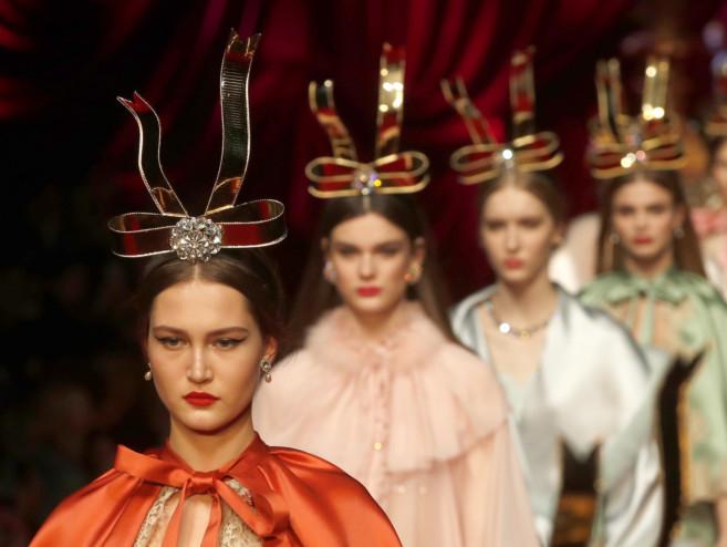 f4d7b74200c4 tab-Dolce---Gabbana-MILAN-4-1551159047509. A model wears a creation ...