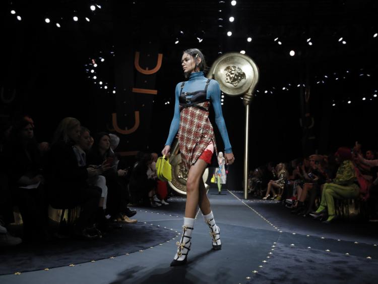 tab--Versace--MILAN_FASHION-1551248219308