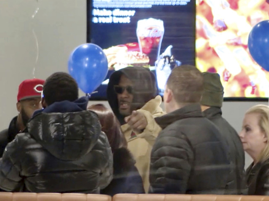 tab-R-Kelly-at-McDonald-s-1551250387405