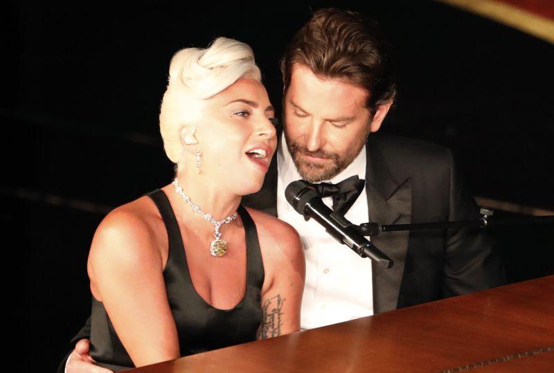 tab-Lady-Gaga-with-Bradley-Cooper-performs-1551342325605