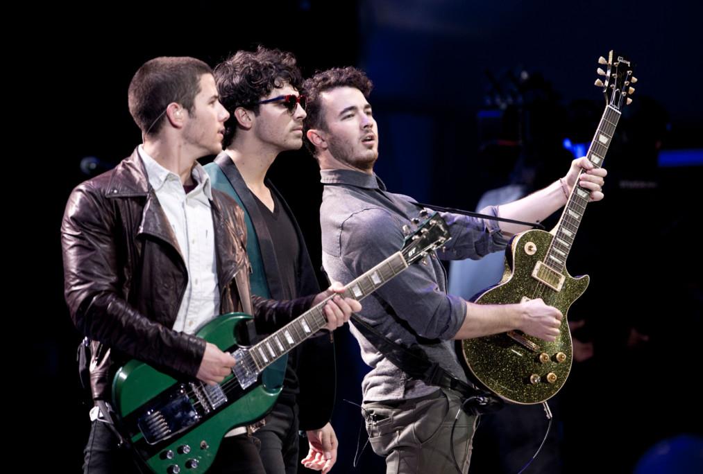 tab-Jonas-Brothers1-1551512947706