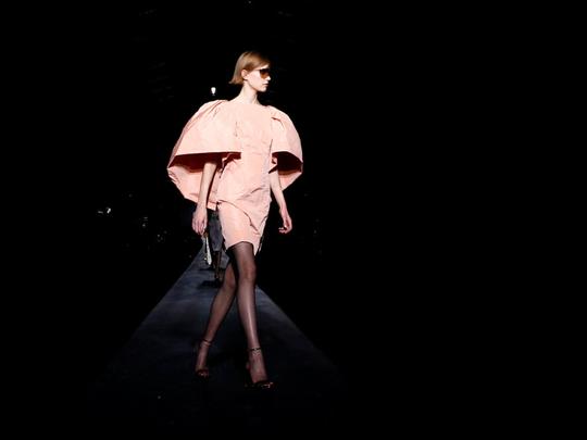 tab-Givenchy--paris-fashion-1551707336764