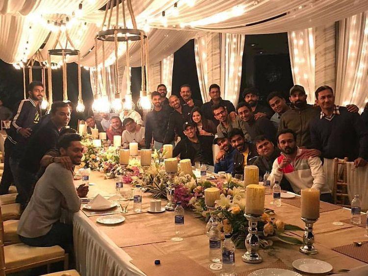 Mahendra Singh Dhoni with team