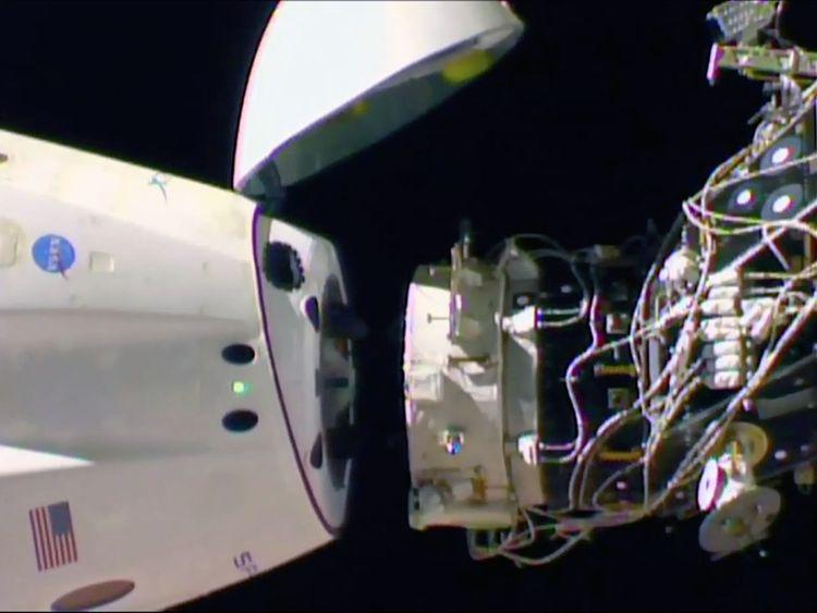 SpaceX_Crew_Capsule_21654