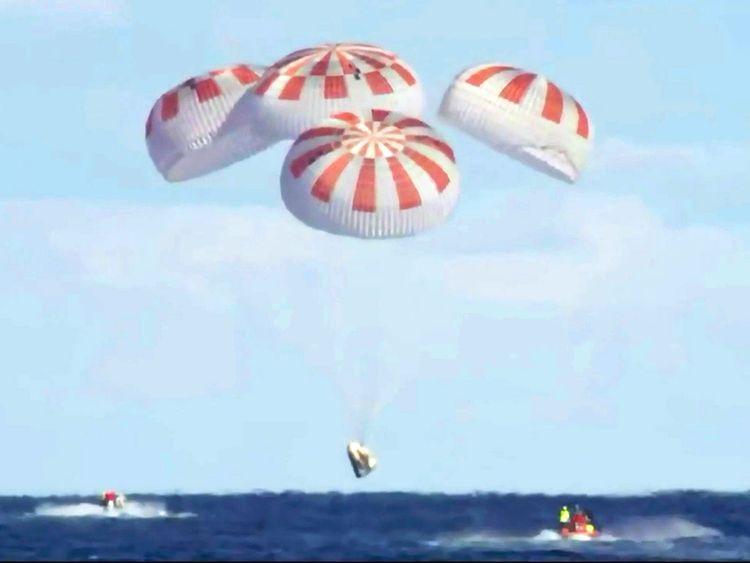 SpaceX_Crew_Capsule_36484