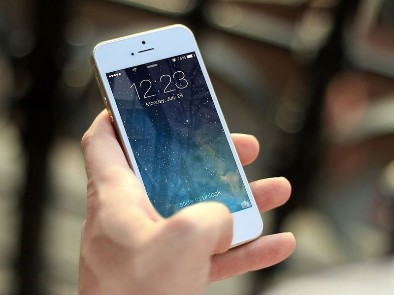 iphone -410324_1920 phone smartphone