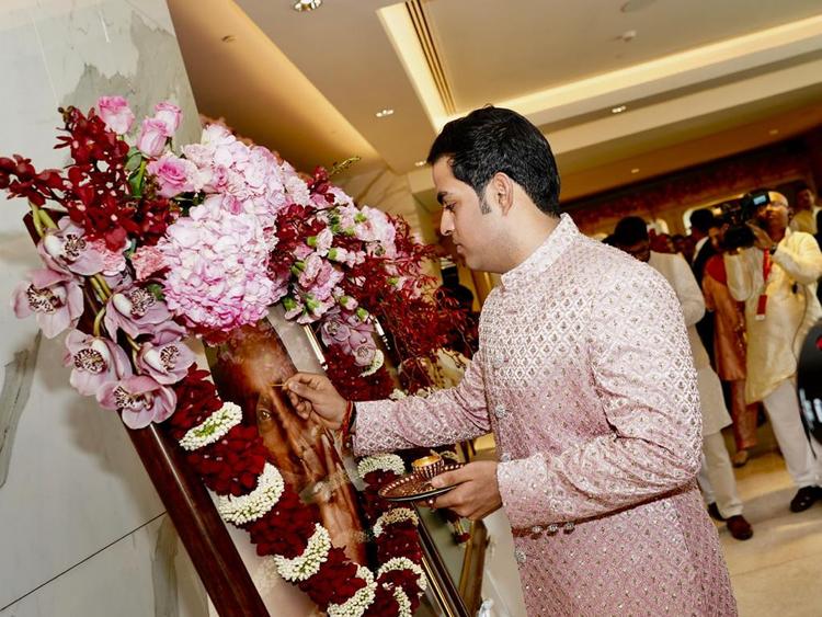 Copy-of-tab-Ambani-wedding27-1552214816105
