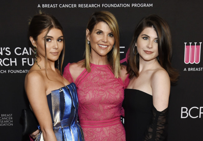 tab-Lori-Loughlin-with-her-daughters-1552463715003