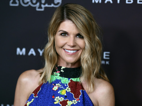 Lori Loughlin Felicity Huffman Out On Bail In Admissions Scandal