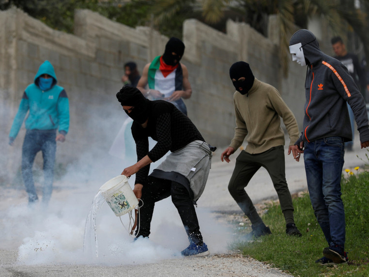OPN-Palestinians-protesting-1552998237131