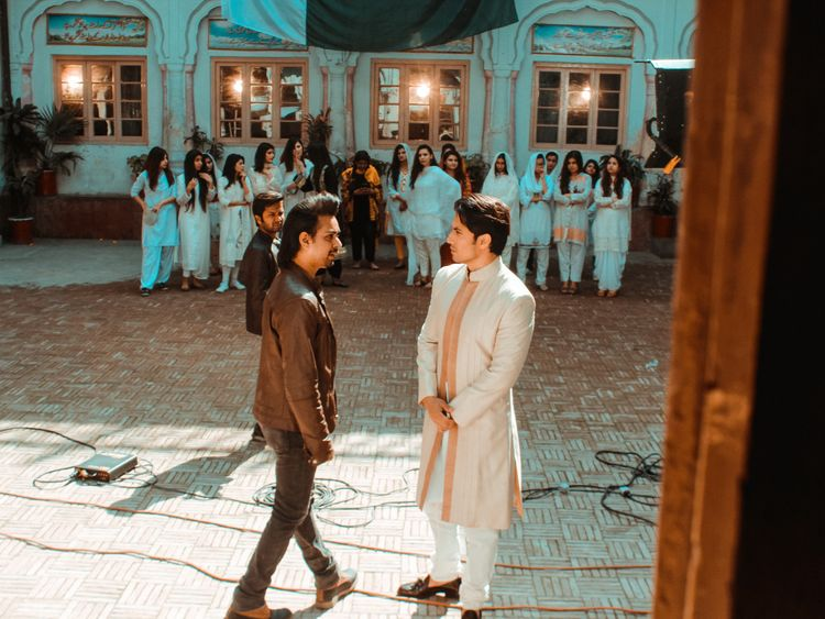 Director-Waleed-Akram-with-Ali-Zafar-and-supporting-crew-at-the-shoot-of-the-music-video-1553501942170