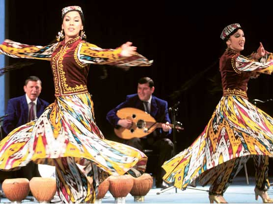 Uzbekistan dancers
