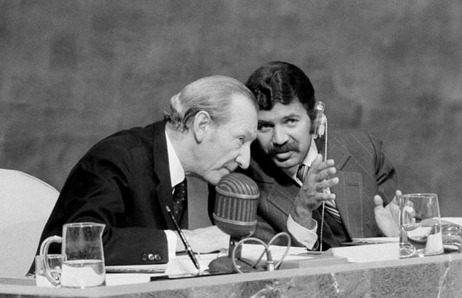 President Abdelaziz Bouteflika Kurt Waldheim 0121