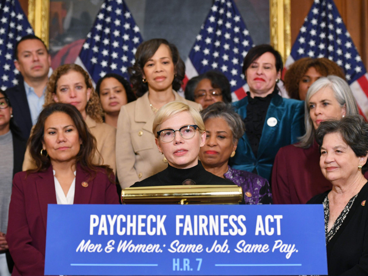 tab-Michelle-Williams-at-Equal-Pay-Day-event-1554280055305