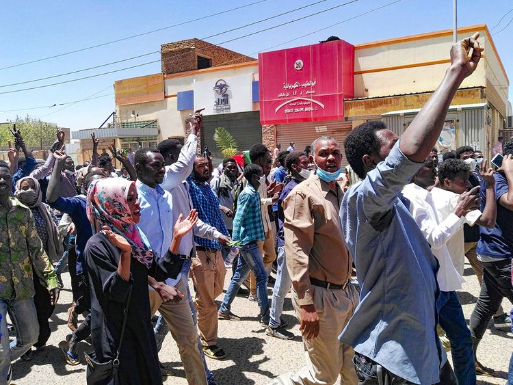 190406 Sudanese protesters