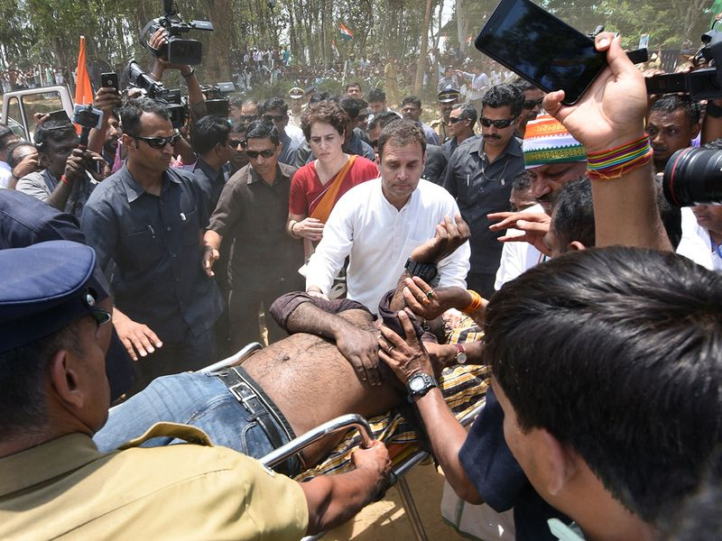 Rahul Gandhi and Priyanka Gandhi Vadra look on as an injured media worker
