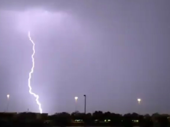 Lightning in Abu Dhabi_080419