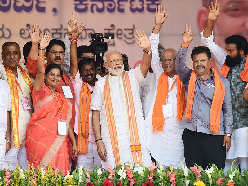 Prime Minister Narendra Modi along with party candidates from Tumakuru