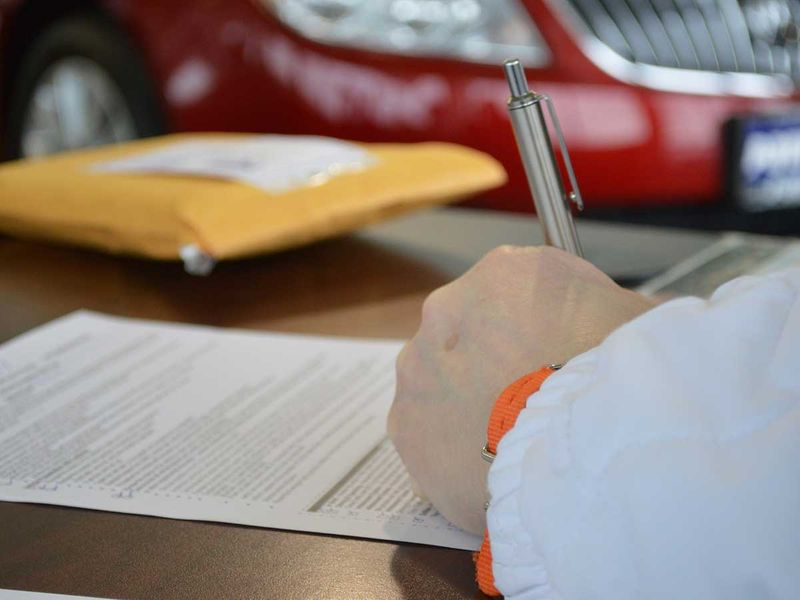contract-945619_1920 car loan contract