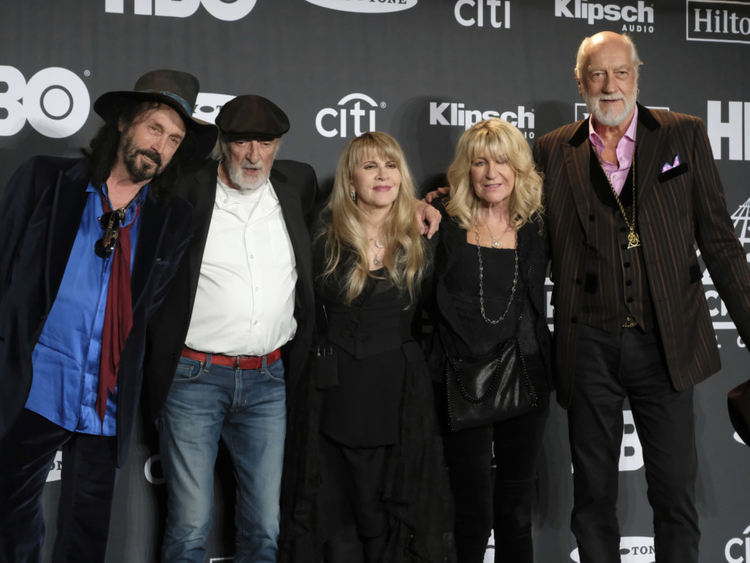 tab-Fleetwood_Mac_-_Jazz_Fest_04483.jpg-4615a-1554789450344