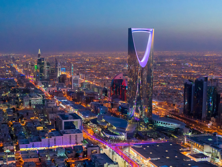 OPN_190412-Riyadh-at-night_P1-1555073924818