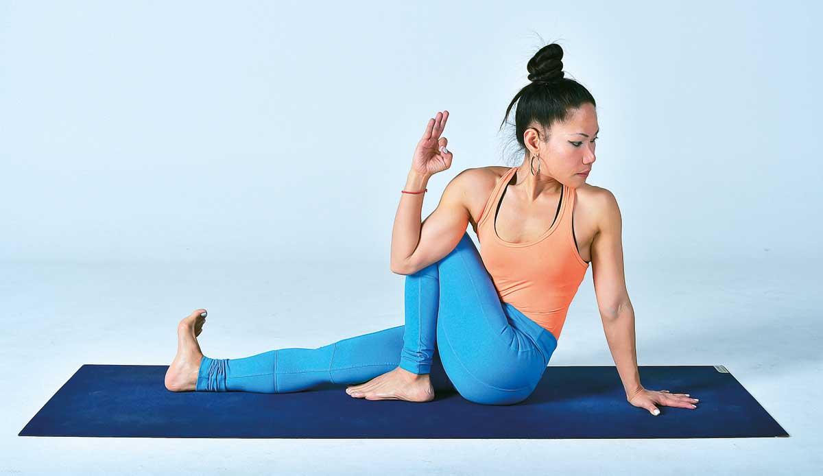 Seated-Spinal-Twist-Pose-(Ardha-Matsyendrasana)-(Read-Only)