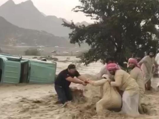 man swept away by flash floods in RAK_092