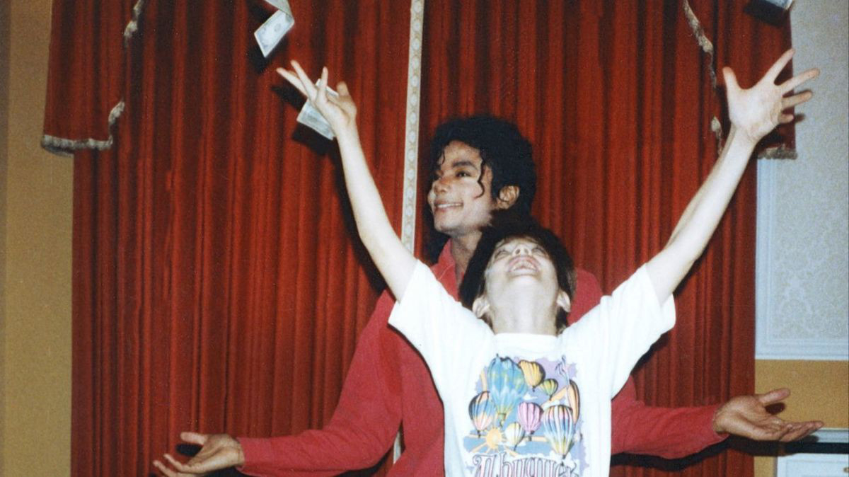 Michael-Jackson-and-Jimmy-Safechuck-in-Leaving-Neverland-1555341493915