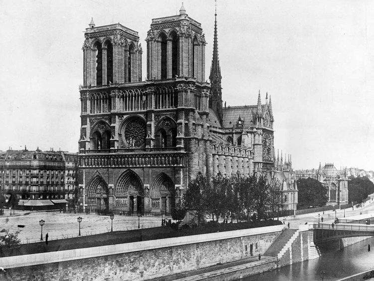 Copy-of-Notre_Dame_Art_World_41935