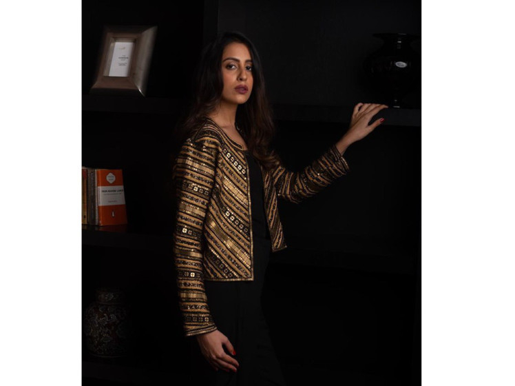 DESIGNER-SEEMA-KHAN-(-IMAGE-IN-GOLD-BLACK-JKT)-1555408373593