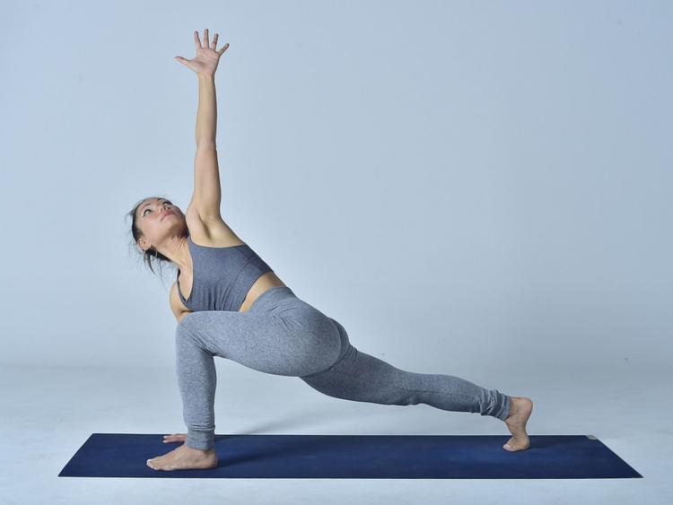 Extended-Side-Angle-Pose-(Utthita-Parsvakonasana)---1-1555421662114