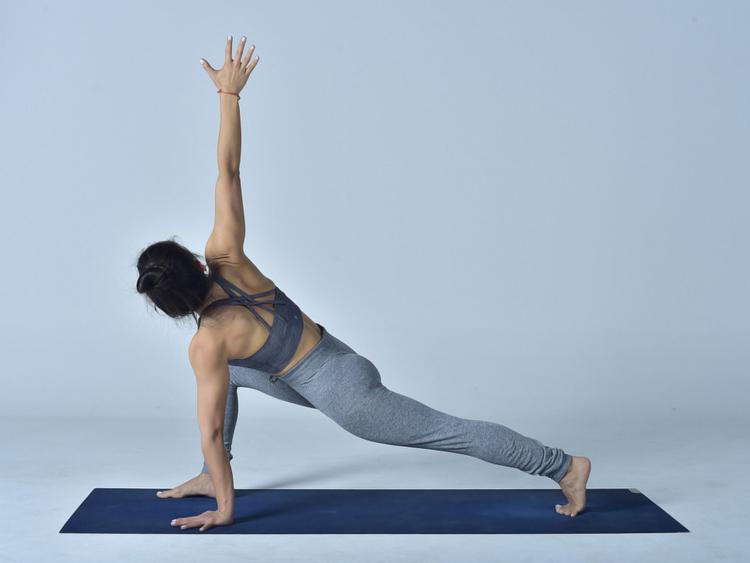 Extended-Side-Angle-Pose-(Utthita-Parsvakonasana)---2-1555421665843