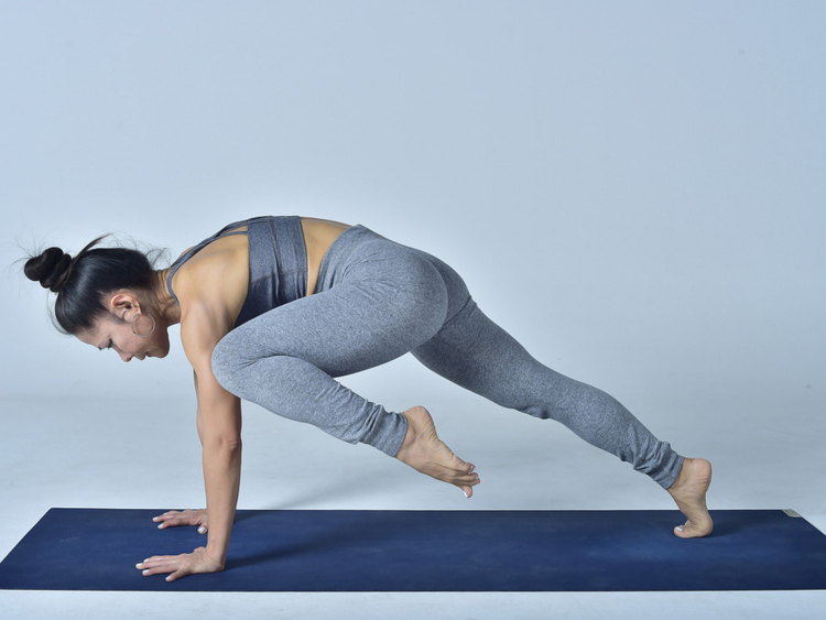 High-Plank-and-Knee-Draw-1555421677860