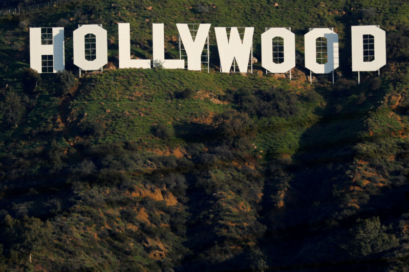 tab-Hollywood-sign-1555567681185