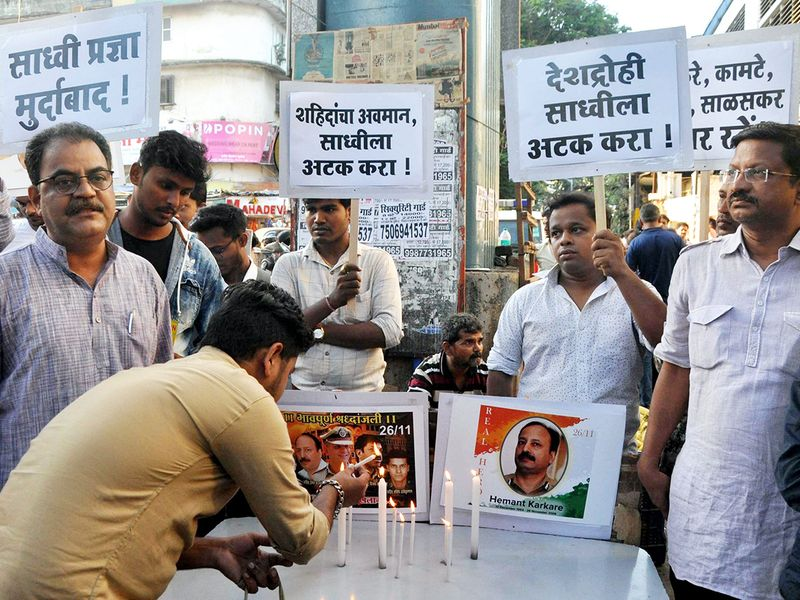 People stage a protest to condemn the comment of Sadhvi Pragya Singh Thakur